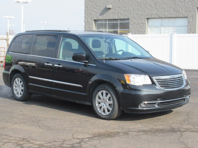 Pre Owned 2016 Chrysler Town U0026 Country 4dr Wgn Touring